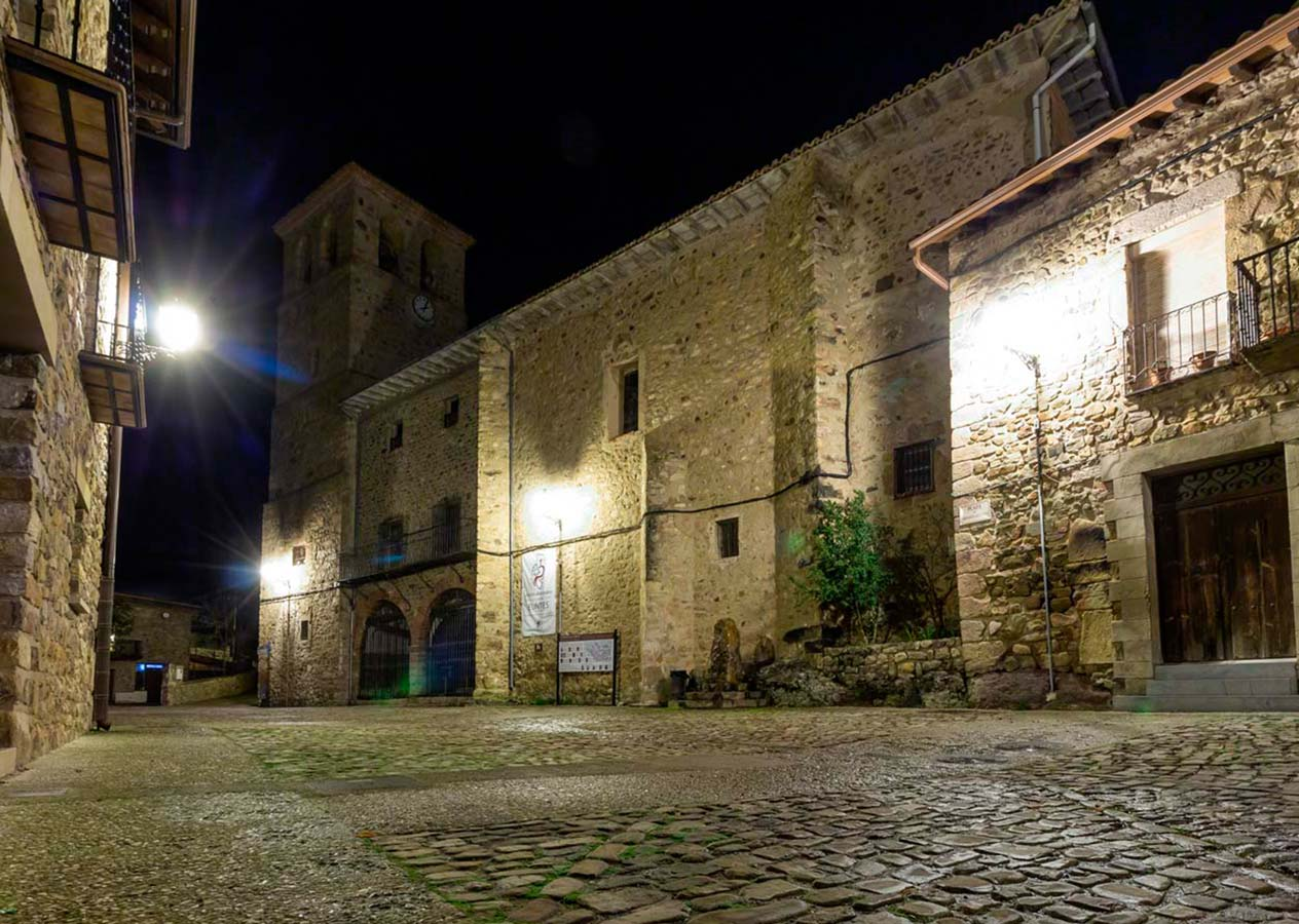 Iglesia de Lumbreras de noche